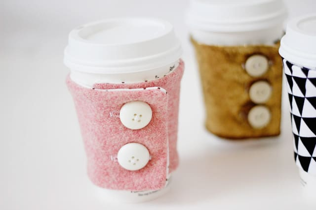 free coffee cozy pattern with buttons