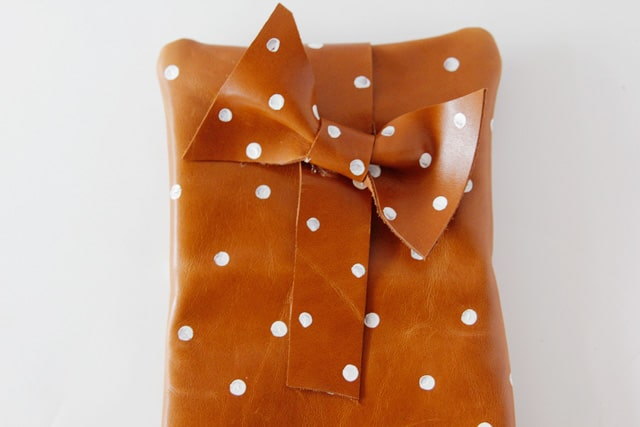polka-dot-clutch-2