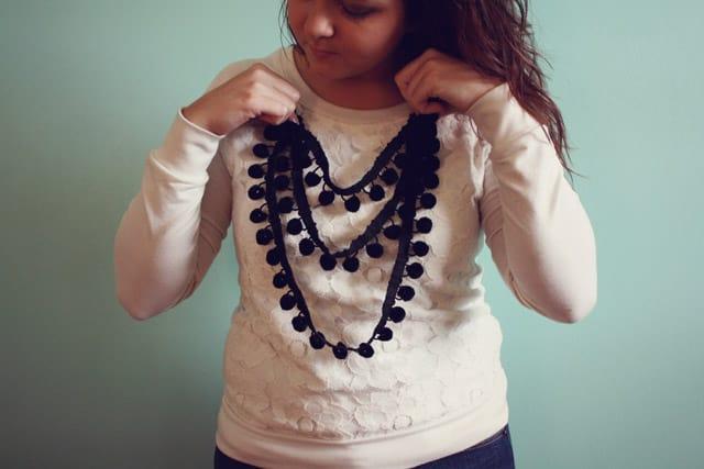 pom necklace 03
