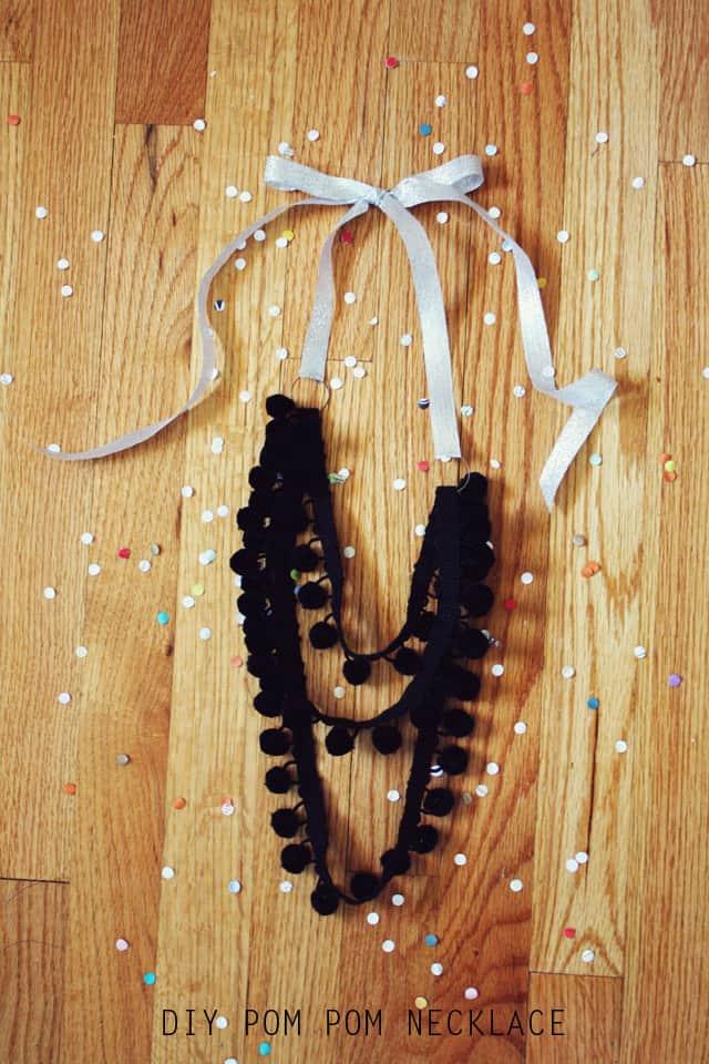 DIY pom pom necklace tutorial
