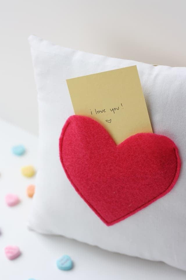 secret pocket pillow for Valentine's Day | love notes pillow | secret pocket pillow tutorial | how to make a pillow | Valentine's Day ideas | handmade valentine gifts | diy valentine ideas || See Kate Sew #valentinesday #pillowtutorial #diyvalentine