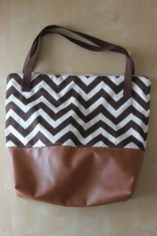 Leather Bottom Tote Tutorial | diy tote tutorial | leather sewing projects | handmade totes | how to sew a leather tote | how to sew with leather || See Kate Sew #leatherbottomtote #diytote #handmadetote