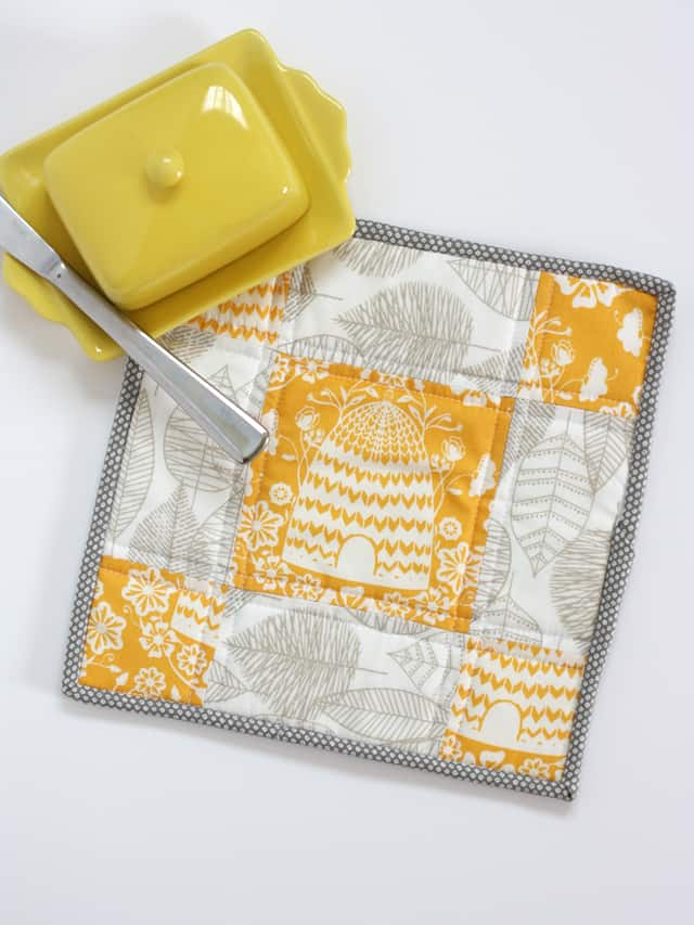 Patchwork Potholder project // seekatesew.com #quilting #sewing