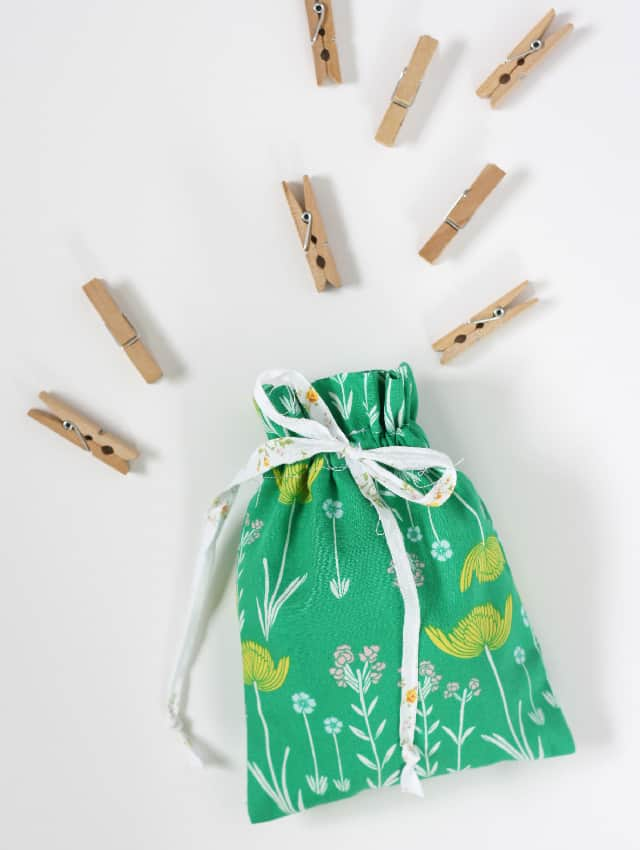 Easy Drawstring Bag Tutorial | diy drawstring bag | how to sew a drawstring bag | easy sewing projects | diy drawstring bag pattern || See Kate Sew #diybag #easysewingproject #sewingpattern