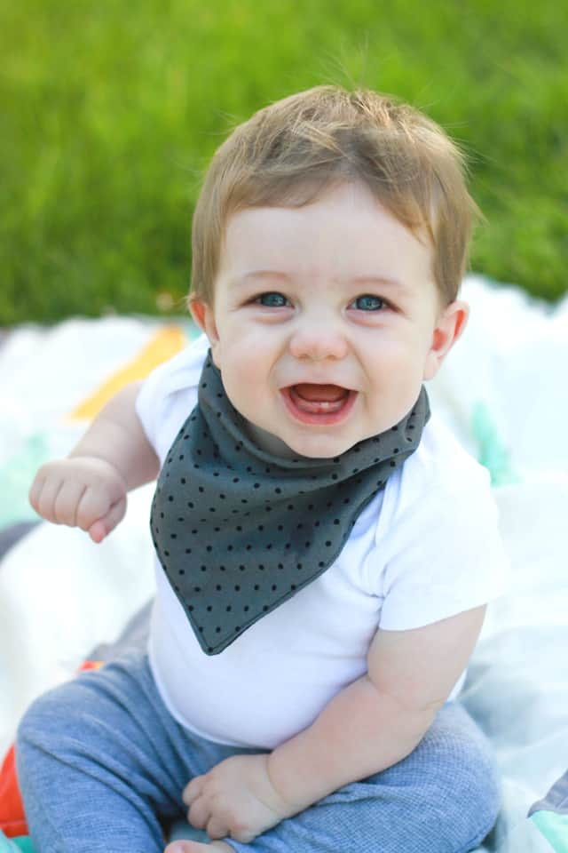bandana bib tutorial | how to make a bandana bib | diy baby bib | baby bib tutorial | baby sewing tutorials | sewing tips and tricks | diy baby gifts || see kate sew #diybib #babybib #sewingtutorials
