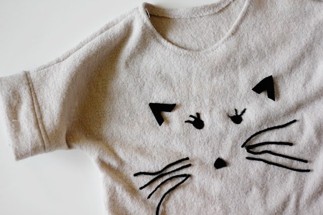 needlefelted cat sweater