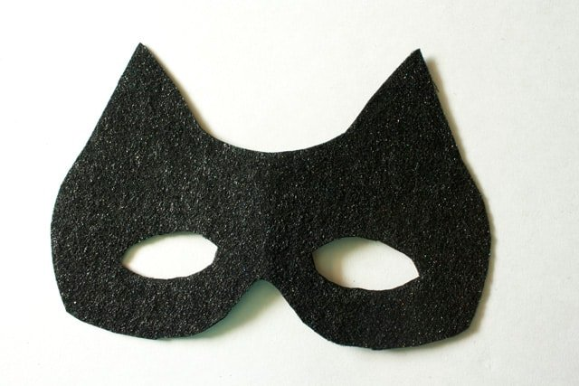 No Sew Cat Mask Tutorial | DIY cat mask | how to make a cat mask | costume ideas | DIY costumes | easy costume ideas | cat inspired costumes | halloween mask ideas | DIY halloween masks | DIY cat mask tutorial || See Kate Sew