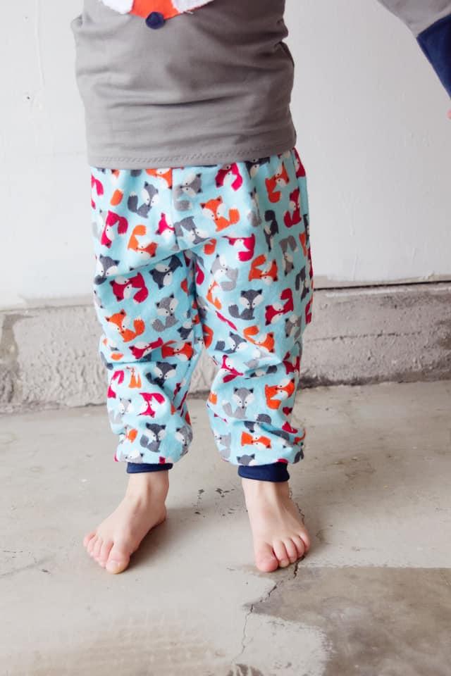 Boys Pajama Pants Sewing Pattern | fox pajama patterns | diy pajama pants | how to sew pajama pants | pajama pants pattern for kids | free pajama pants pattern || See Kate Sew #pajamapantspattern #diysewing #sewingpattern