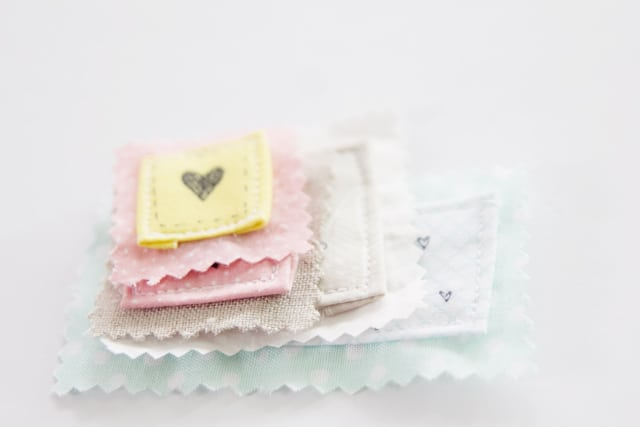 handmade-labels-with-fabric-pen