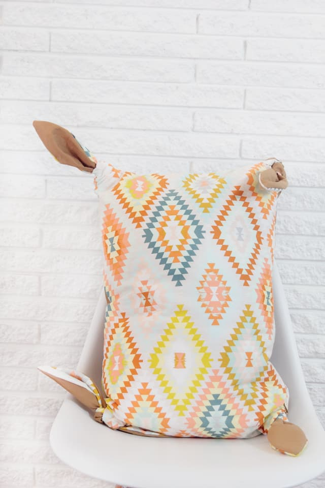 Knotted Pillow Cover Tutorial