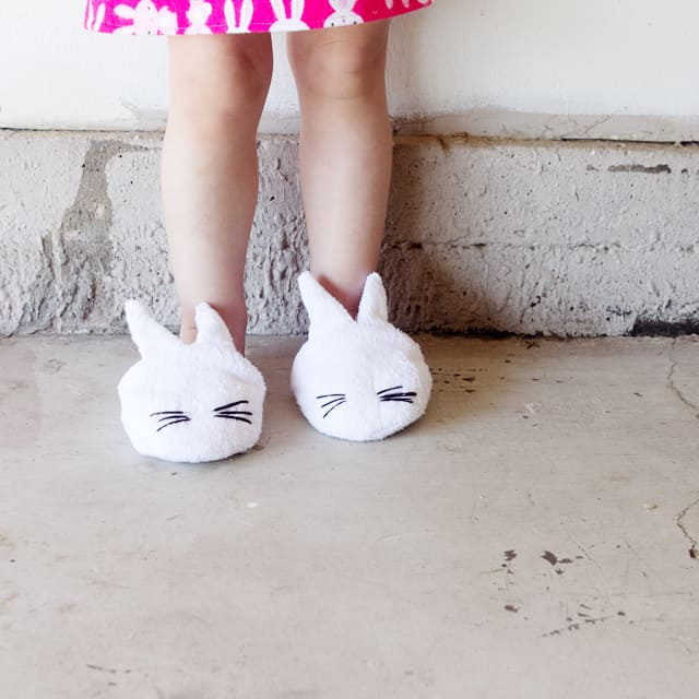 DIY bunny slippers with free pattern download | diy kids slippers | diy slippers for kids | free sewing patterns || See Kate Sew #bunnyslippers #freesewingpattern #sewingpattern