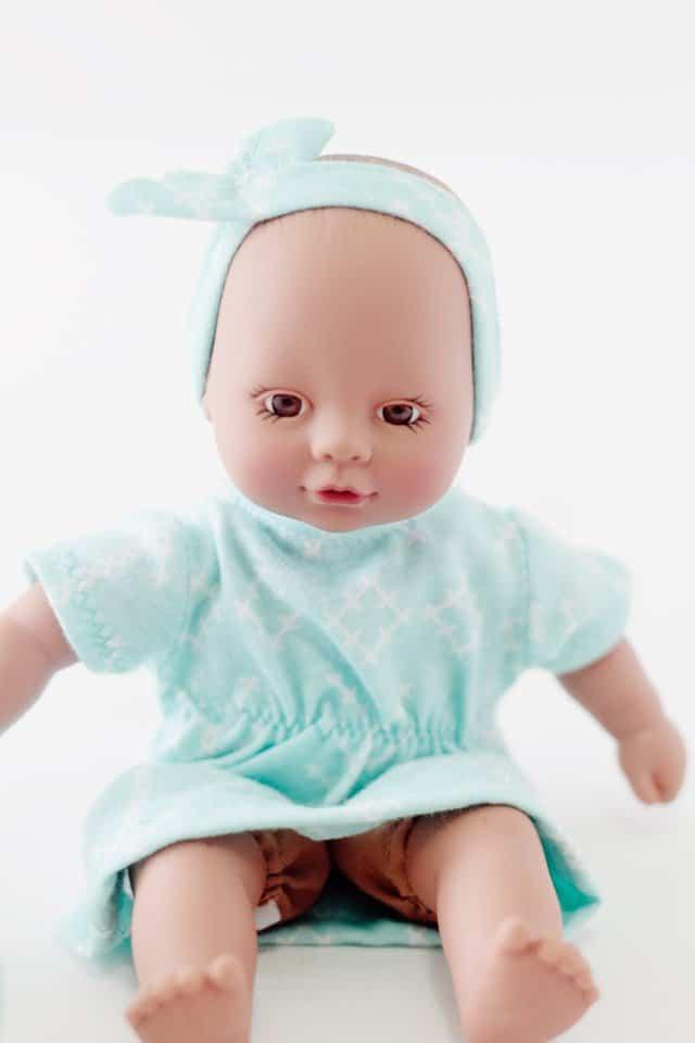 FREE mini baby doll dress and headband pattern | diy baby doll clothing | baby doll clothing pattern | hand sewn baby doll clothing || See Kate Sew #babydollclothes #diybabydoll #sewingpatterns