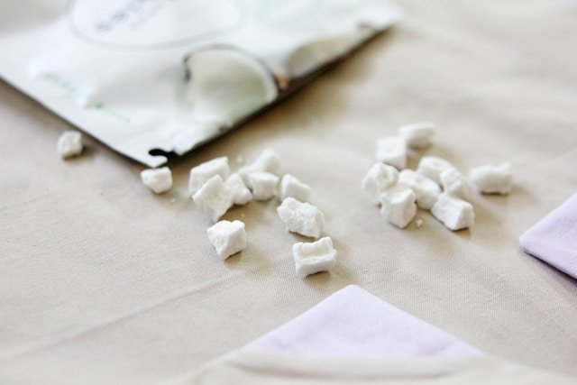Colored Corner Cloth Napkin Tutorial | DIY napkins | how to make napkins | DIY napkin tutorial | handmade napkin tutorial | hand sewn napkins || See Kate Sew