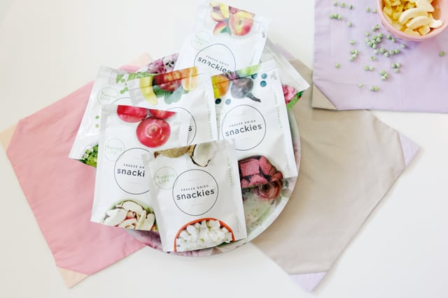 DIY Cloth Napkins with contrast corners | SeeKateSew.com