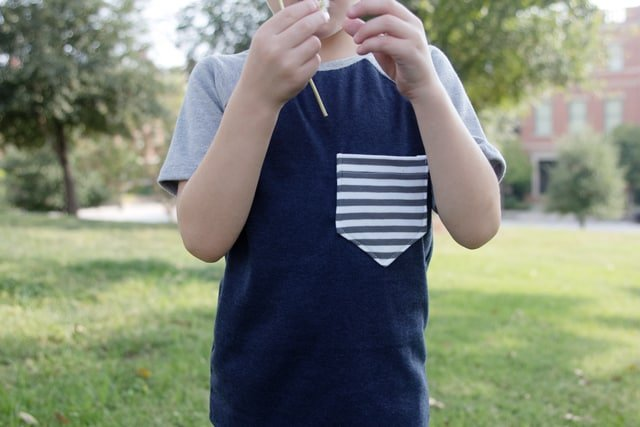 Recess Raglan Front Pocket Add-on | sewing 101 : simple front pocket tutorial | how to sew a shirt pocket | diy clothing ideas | simple sewing tutorials | diy sewing tips | sewing tips and tricks | sewing tutorials | diy kids clothing || See Kate Sew