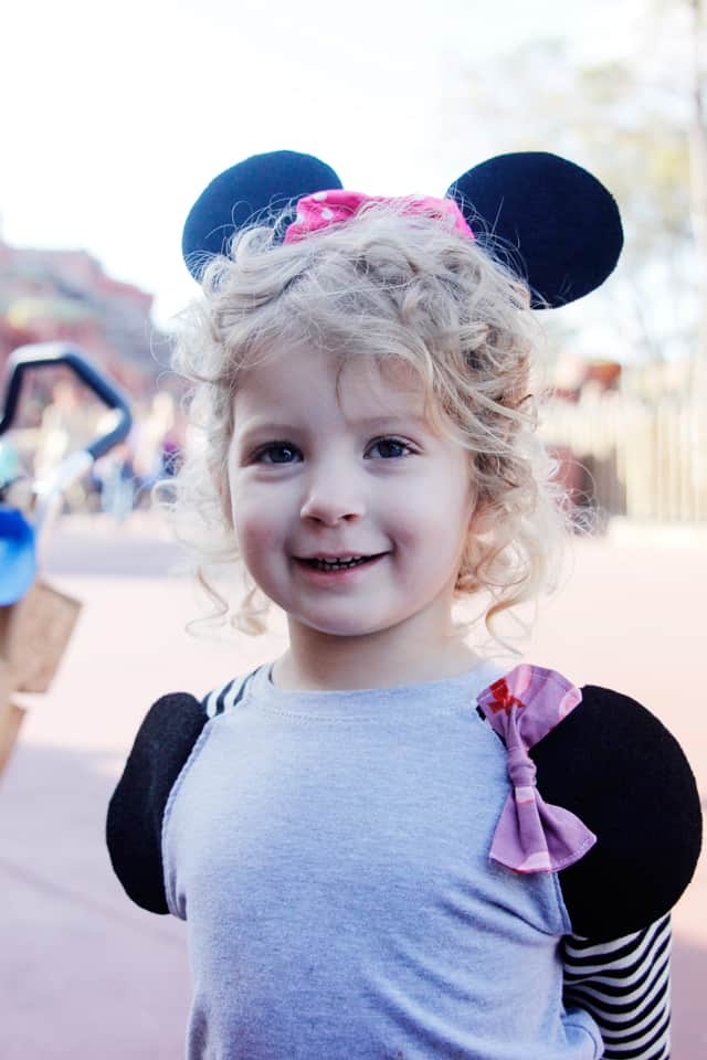 DIY Mickey Ear Tees | diy Disney shirts | Disney shirts for the family | matching Disney shirts | Disney shirts for kids || See Kate Sew #disneyshirts #diydisneyshirts #disneytee