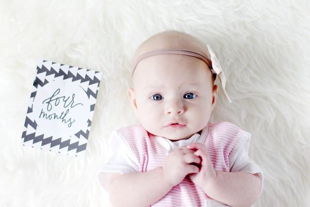 baby milestone cards free download | FREE printable month-by-month cards | baby milestone cards | diy milestone cards | monthly milestone cards for babies | free printable milestone cards || See Kate Sew