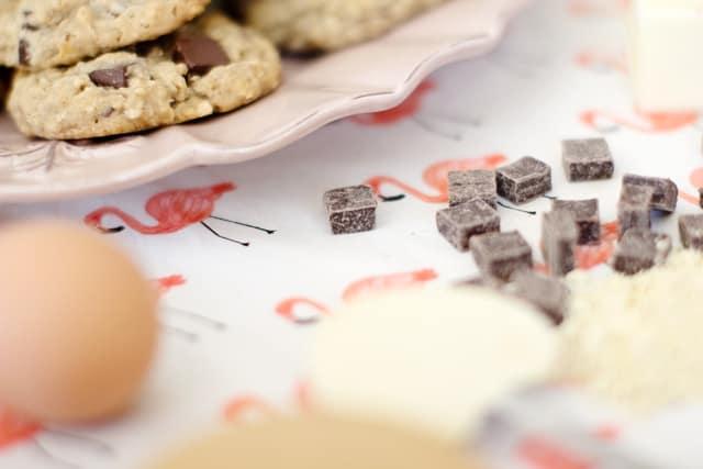 Oatmeal Chocolate Chunk Cookies | homemade oatmeal cookies | oatmeal cookie recipes | how to make oatmeal cookies | chocolate chip oatmeal cookies || See Kate Sew #oatmealcookies #cookierecipes