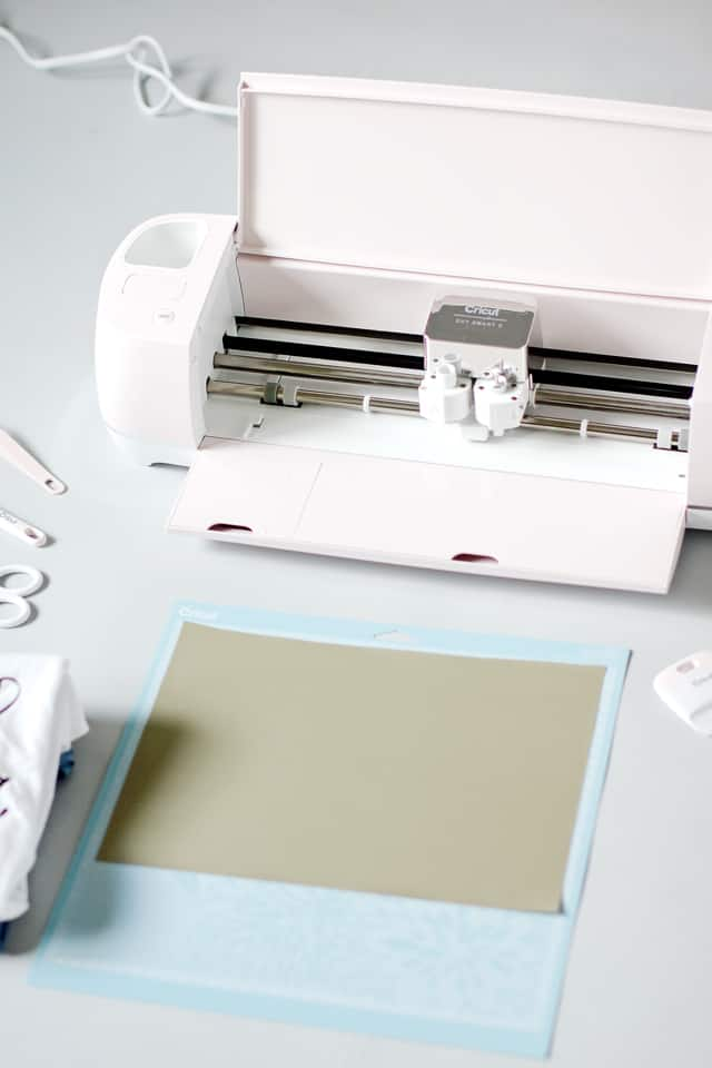 Sewers Gonna Sew Tee Cut File Download + Cricut Tutorial! | free cut files | diy t-shirt | clothing tutorial | Cricut tutorial | sewing themed shirts || see Kate sew #cricut #freecutfile #sewingmeme #diytshirt