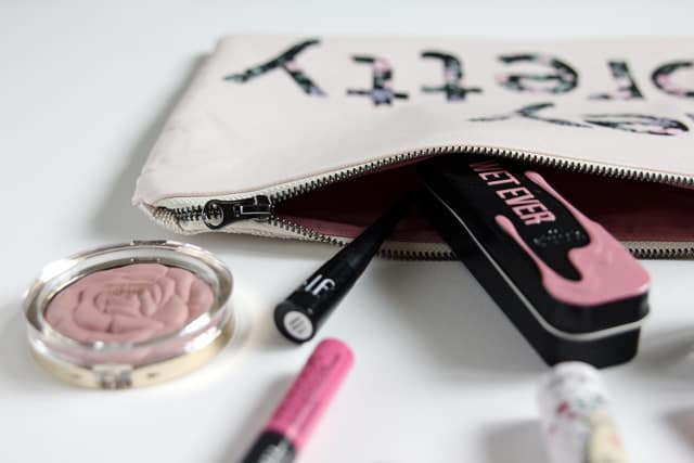 ZIPPER POUCH TUTORIAL   See Kate Sew