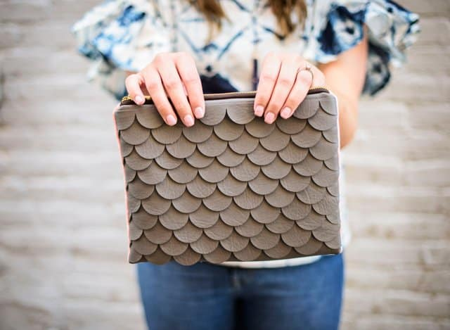 DIY SCALLOP LEATHER CLUTCH | how to make a clutch | DIY leather clutch | leather clutch DIY | sewing tips and tricks | sewing tutorials | DIY sewing tutorials | handmade bags | handmade clutch tutorial || See Kate Sew