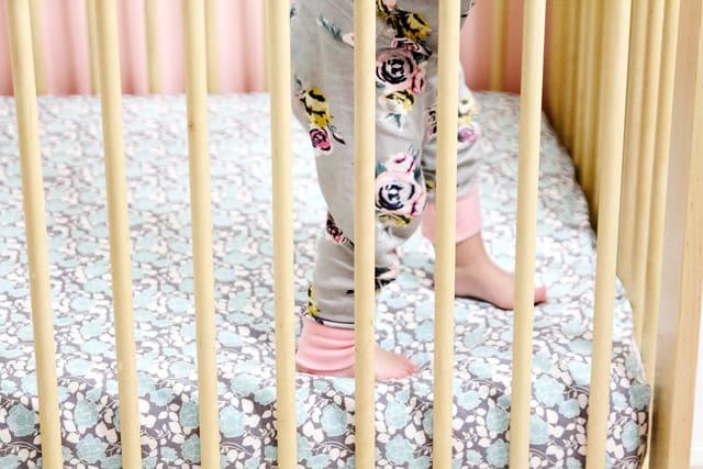 DIY CRIB SHEET | See Kate Sew