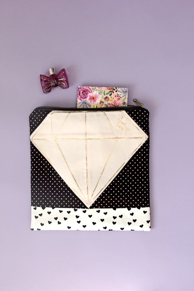 Quilt Block Zip Pouch   diy diamond zip pouch   diy sewing tutorials   sewing tips and tricks   easy zip pouch tutorial   easy sewing tutorials   sewing tutorials for beginners   free sewing tutorials    See Kate Sew #sewingproject #freesewingproject #sewingtutorials