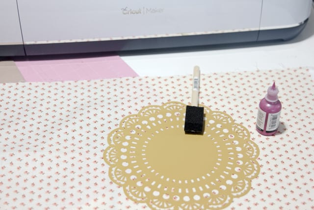 DIY doily placemat tutorial   diy gift ideas   homemade placemat   how to make a placemat   placemat tutorial   diy sewing tutorials   cricut projects   easy cricut project    See Kate Sew #cricutproject #diygift #diyplacemats