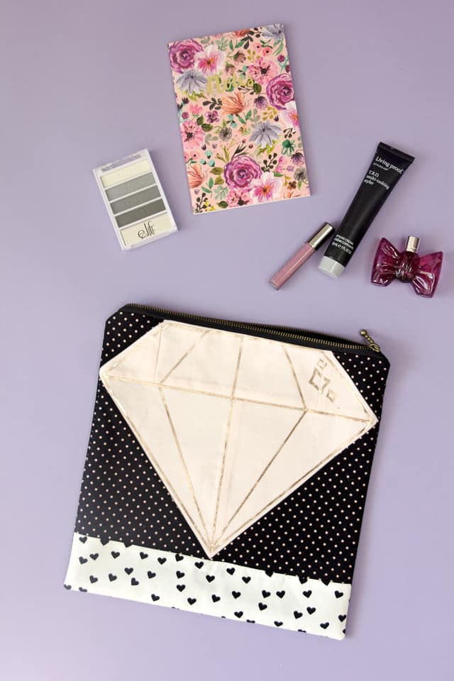 Quilt Block Zip Pouch | diy diamond zip pouch | diy sewing tutorials | sewing tips and tricks | easy zip pouch tutorial | easy sewing tutorials | sewing tutorials for beginners | free sewing tutorials || See Kate Sew #sewingproject #freesewingproject #sewingtutorials