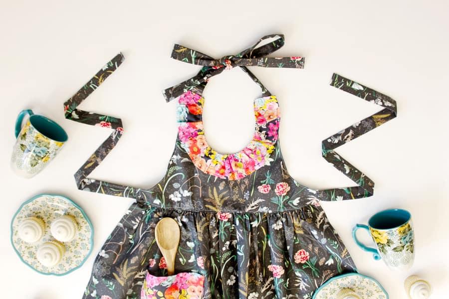 DIY ruffled apron pattern