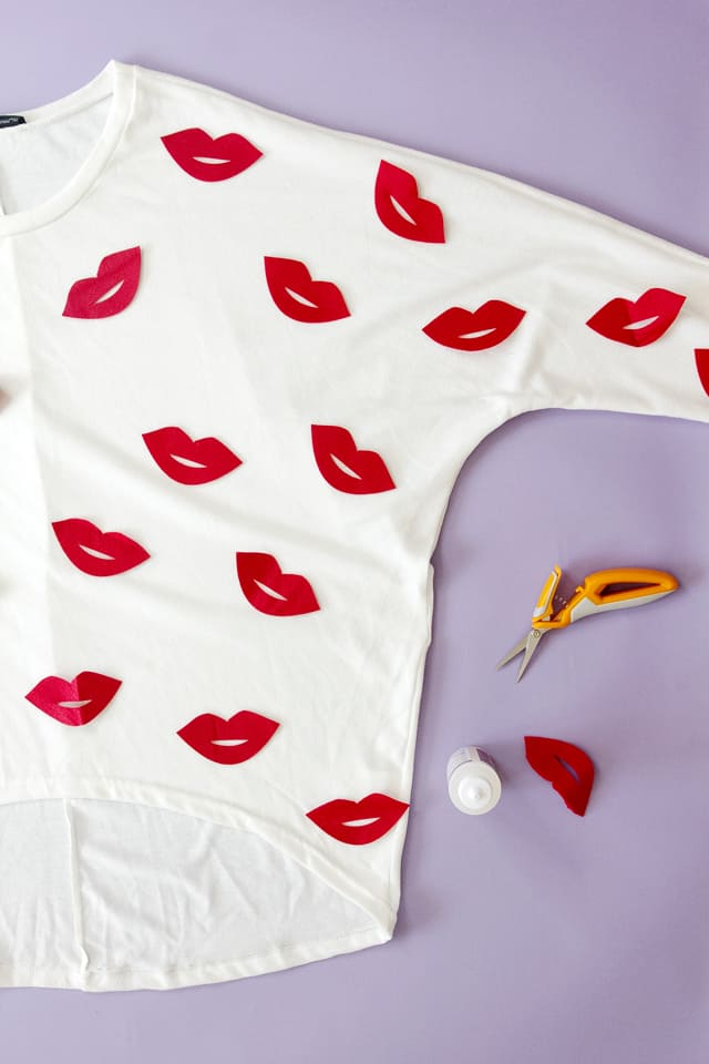 Felt Lip Motif Sweater | 5 Sweater Refashions for Beginners! | how to refashion a sweater | sweater refashion ideas | sewing tips and tricks | diy clothing tutorials || see Kate sew #sweaterrefashion #diyclothing #sewingtutorials