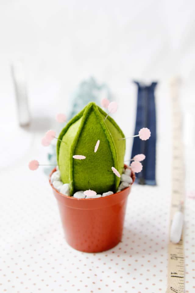 Cactus Pincushion Tutorial + Pattern | diy pincushion || See Kate Sew #pincushion #cactus #diy #crafty #sewing #pattern #pincushiondiy