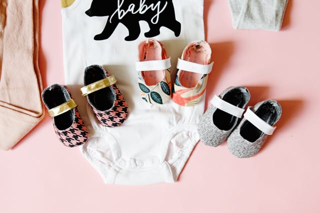 Mama Bear SVG free downloads | Baby Bear SVG File | Mama Bear SVG File | Free SVG Files | Baby Bear Onsie | Mama Bear Tee | Cricut Project Idea | DIY Baby Clothes || See Kate Sew #babybearonsie #freesvgfiles #mamabear #seekatesew