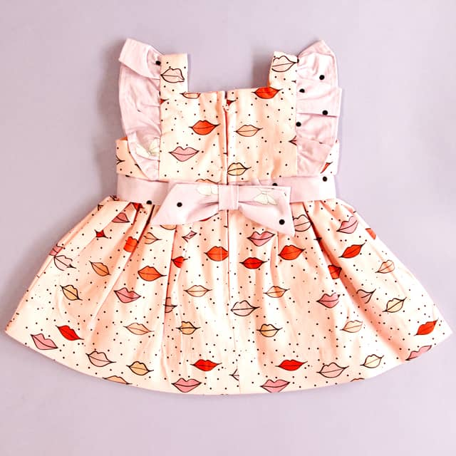 Simplicity Baby Girl Dress Pattern with Cricut | diy baby dress | diy baby clothing | sewing tutorials | diy kids clothing || see Kate sew #diybaby #babyclothing #babydress #cricut #sewingtutorial #rileyblakedesigns #kissmekatefabric #quiltingcotton #seekatesew