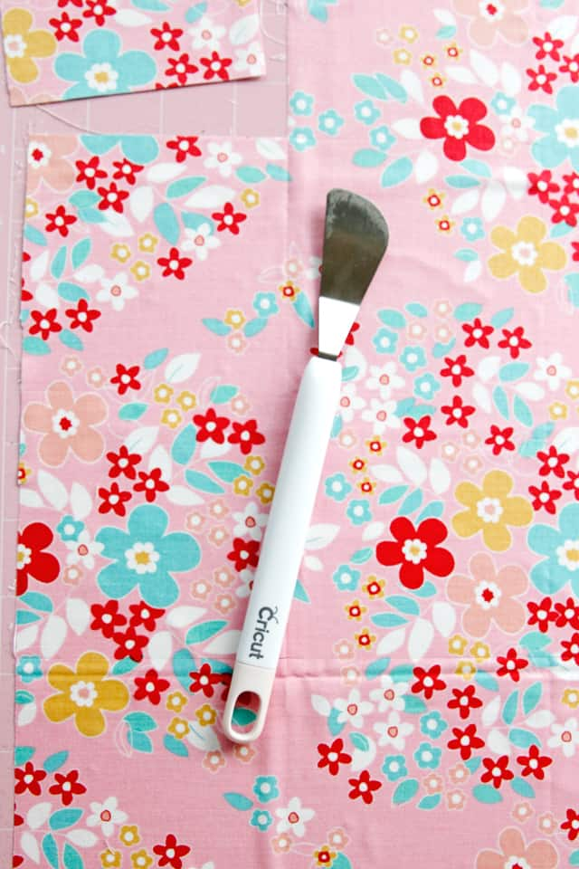 Cutting Fabric with Cricut | How to Use a Cricut to Cut Fabric | Riley Blake Quilt Kit | Cricut Maker | How to Make a Quilt with a Cricut Maker | Cutting Fabric with the Cricut Maker || See Kate Sew #cuttingfabricwithacricut #rileyblakequiltkits #cricutmaker #quiltswithcricut #seekatesew