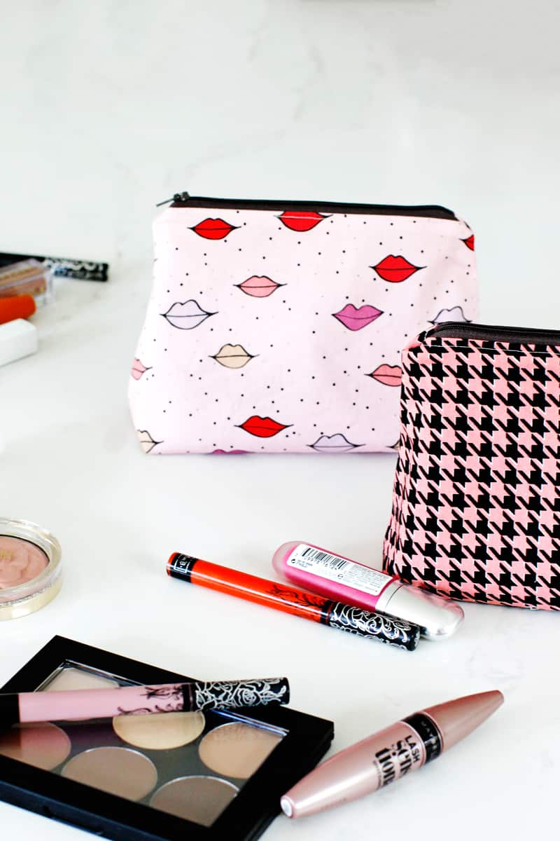 DIY zippered pouch tutorial flat bottom | DIY Zippered Pouch with Flat Bottom | DIY Zippered Pouch Tutorial | DIY Zippered Pouch | Flat Bottom Zippered Pouch | How to Make a Zippered Pouch with a Flat Bottom | DIY Makeup Bag | DIY Standup Makeup Bag | Free Zippered Pouch Pattern | DIY Cosmetic Case | Kiss Me, Kate Fabric || See Kate Sew #diyzipperedpouch #flatbottompouch #makeupbag #freepattern #seekatesew