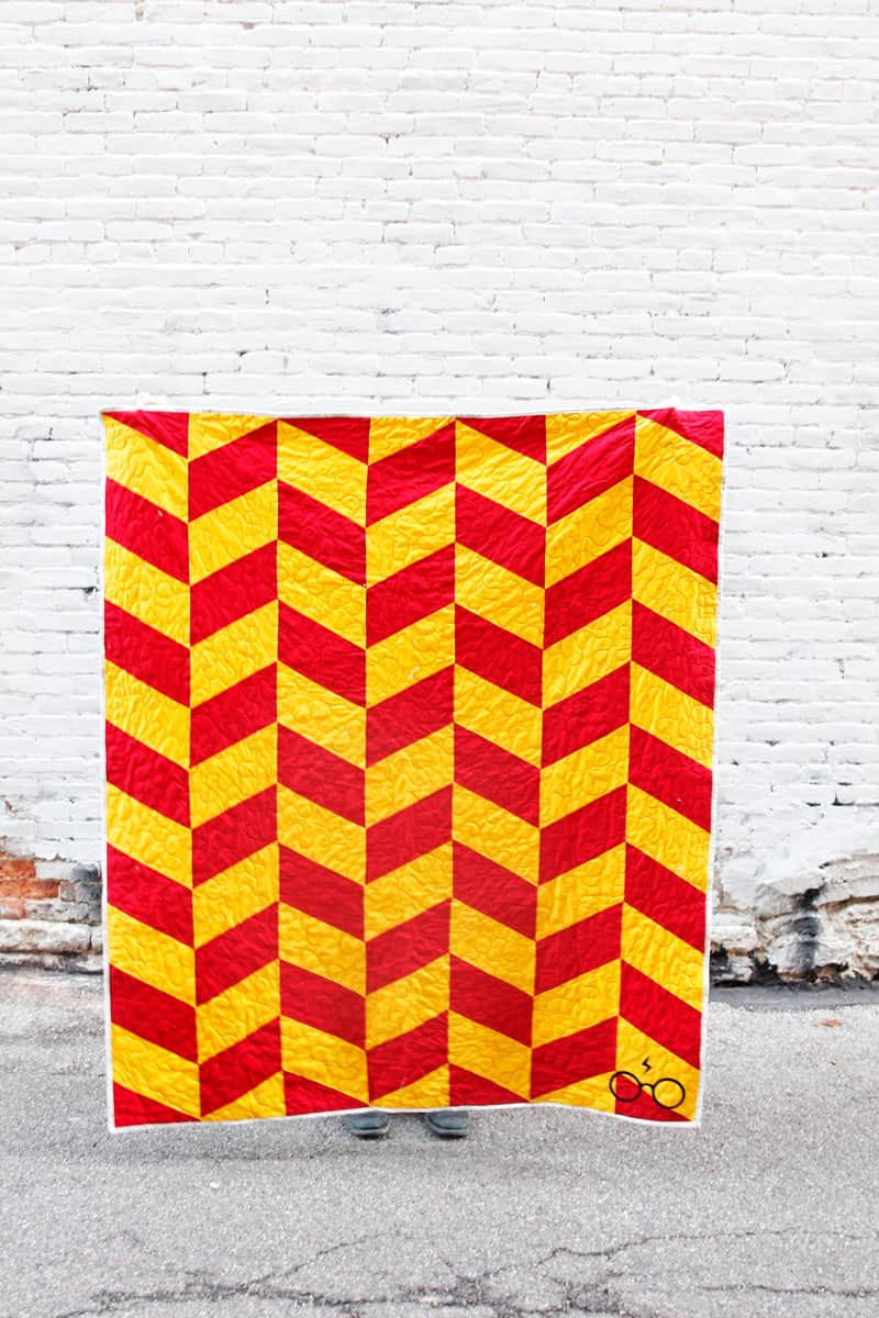 Herringbone Quilt Pattern | DIY Harry Potter Quilt | Easy DIY Quilt | Harry Potter Quilt | DIY Herringbone Quilt | Harry Potter Herringbone Quilt | Free Quilt Pattern | Easy Quilt Pattern || See Kate Sew #freepattern #quilt #seekatesew