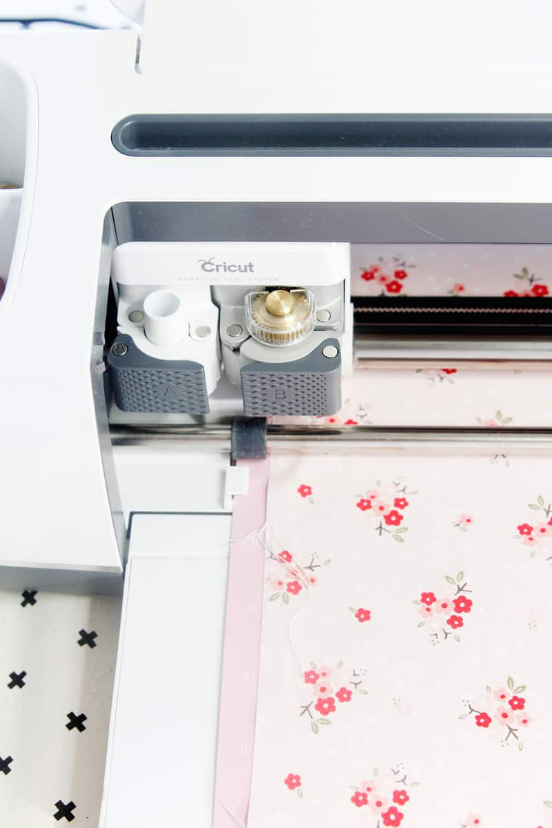 Sewing Machine Mat Tutorial | DIY Sewing Machine Mat | DIY Sewing Organizer | Sewing Mat | Sewing With A Cricut Maker | Sewing Organizer | Sewing Machine Mat | Sewing Tutorial | See Kate Sew #sewingtutorial #seekatesew
