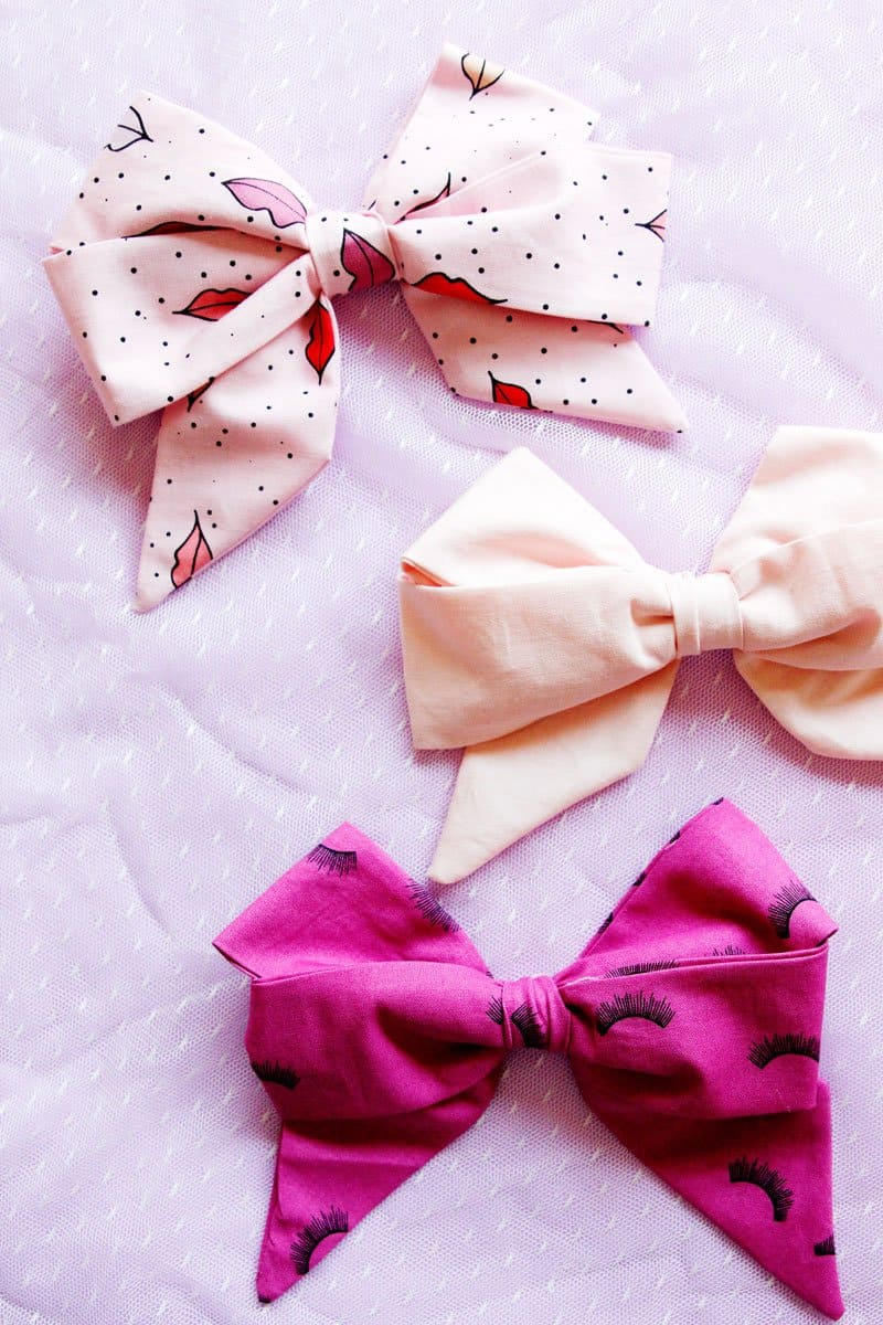 This FREE TUTORIAL will show you How to Make a Jojo Bow with Fabric. Quick and easy, your girls will love to have these bows in every fun print! || See Kate Sew #jojobow #diyjojobow #diybow #diyhairbows #diyhairaccessories #seekatesew