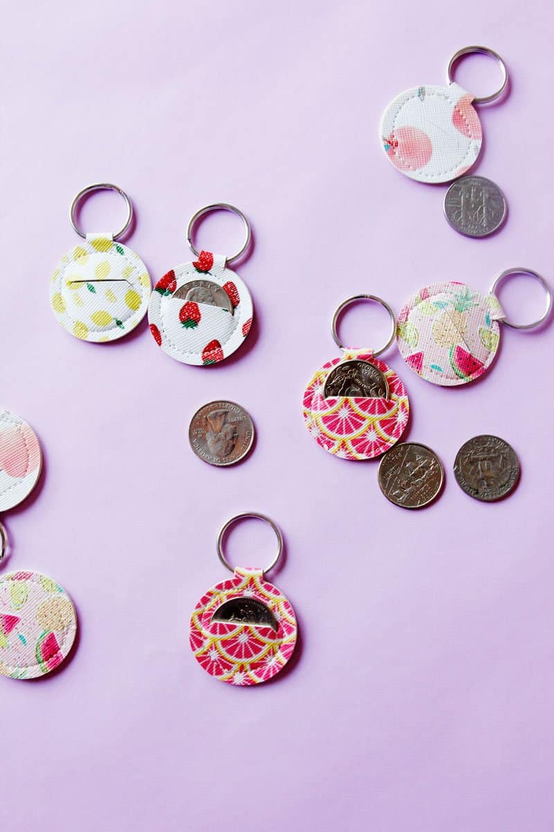 Make your own Aldi quarter keeper with this FREE Aldi Quarter Keychain Sewing Pattern! It's fun to sew and super easy! || See Kate Sew #keychains #cricutproject #freepattern #seekatesew