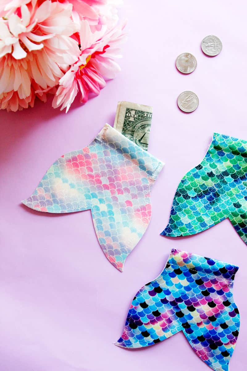 This DIY Mermaid Snap Coin Pouch is easy to open and perfect for stashing coins. It's super fun and easy, and the mermaid tail shape is perfect for your pool bag. || See Kate Sew #coinpouch #mermaidcrafts #freesvg #freetutorial #cricutcrafts