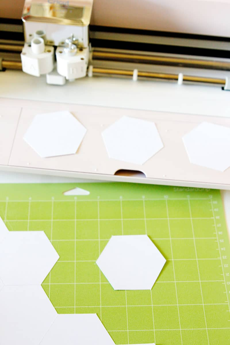 My top FIVE Ways to Use the Cricut Explore Air 2 for sewing! The Explore Air 2 is a great deal and cuts over 100 materials. || See Kate Sew #cricut #cricutprojects #sewingwithcricut #sewingtips #seekatesew