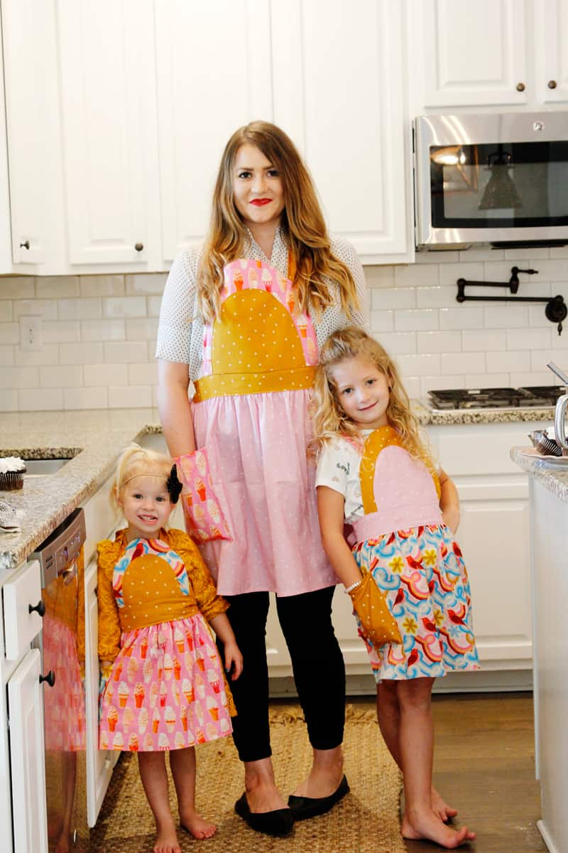 An apron sewing pattern that works for kids and adults, the Ice Cream Soda Apron, is this month's Mystery Pattern of the Month! This Mommy and Me apron pattern is just in time for holiday baking. #mysterypattern #mommyandmepatterns #apronpatterns #sewingpatterns #seekatesew