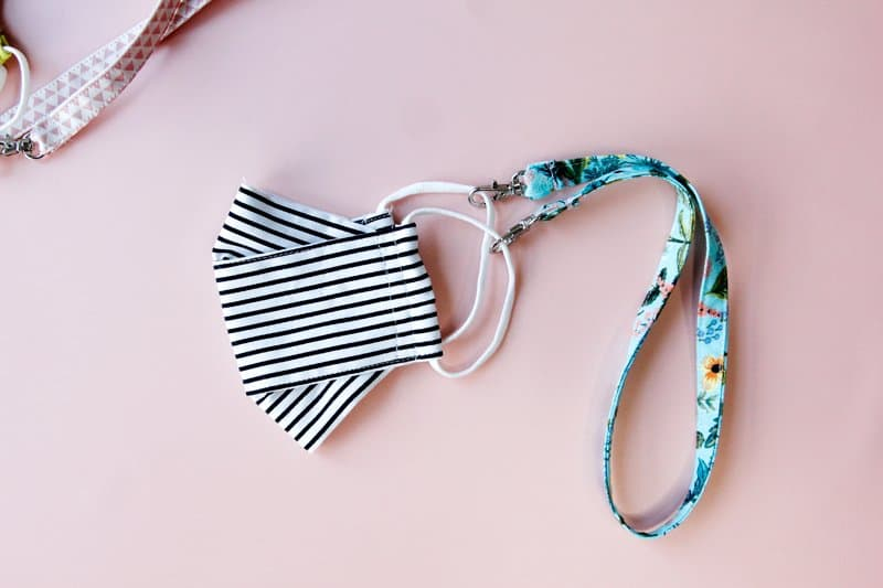 Make a face mask holder strap with clasps